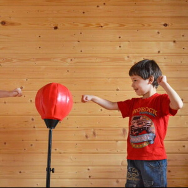 Nuovo Coronavirus: 3 esercizi da fare in casa con i bambini